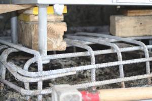 Lagersockel mit Höchstdruckwasserstrahlen Freigelegt